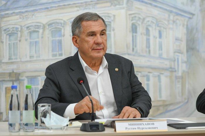 Рустам Минниханов поручил муфтию Татарстана составить перечень объектов, где необходимы молельные комнаты.