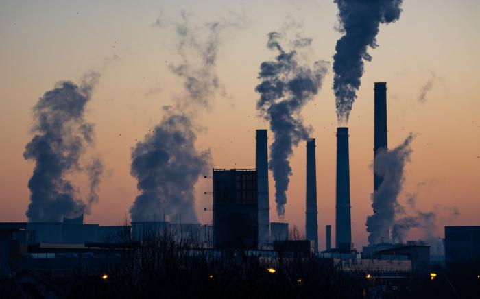 За последние 9 месяцев объем вредных выбросов в 3 раза превысил показатель минувшего года и на треть - показатель десятилетней давности