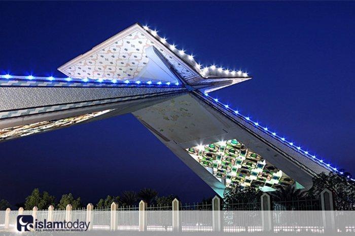 """Диа Азиз Диа, саудовский художник, спроектировавший """"Ворота в Мекку"""""""