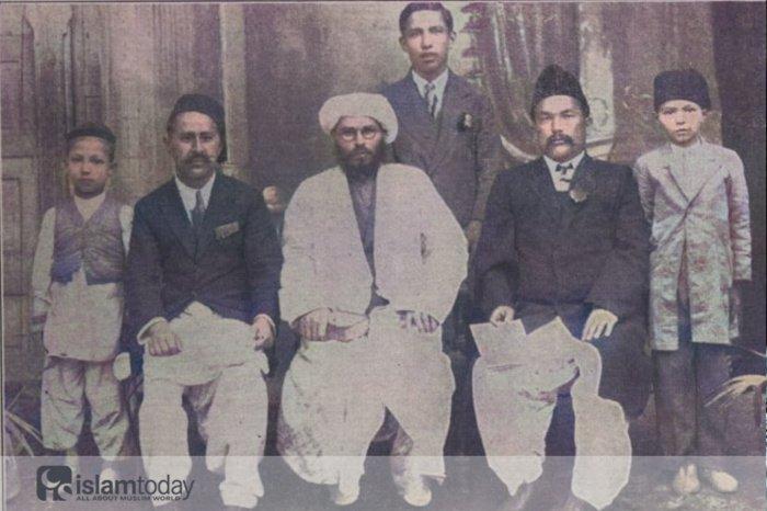 Хабибуррахман Шакир аль Булгари (в центре). Пешавар, Британская Индия
