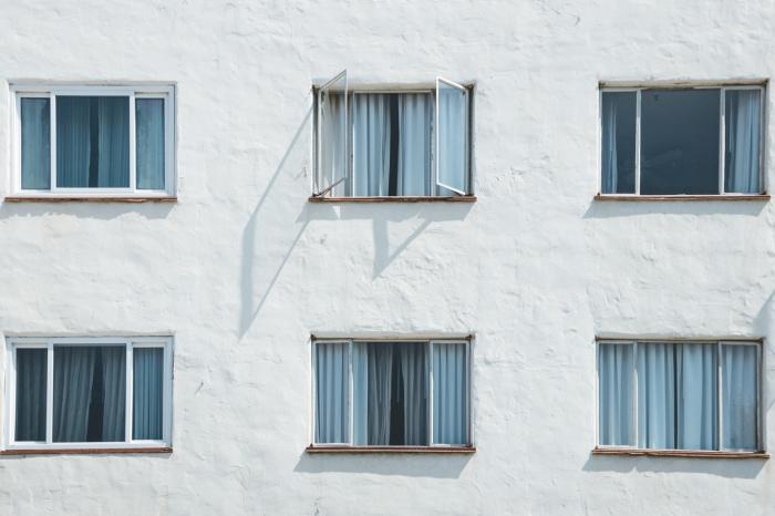 По словам специалиста, вентиляция — самый эффективный способ дезинфекции закрытых пространств