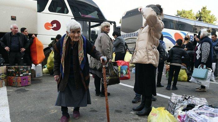 Беженцы продолжают возвращаться в Карабах.