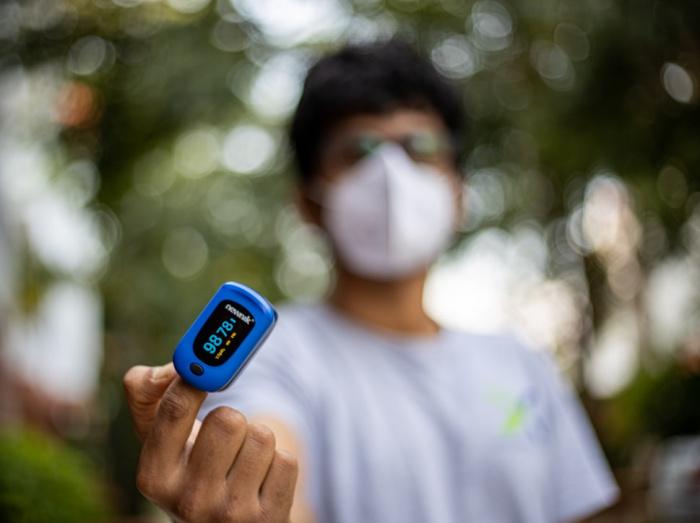 Определение уровня насыщенности крови пациента кислородом является одним из тестов при поражении легких