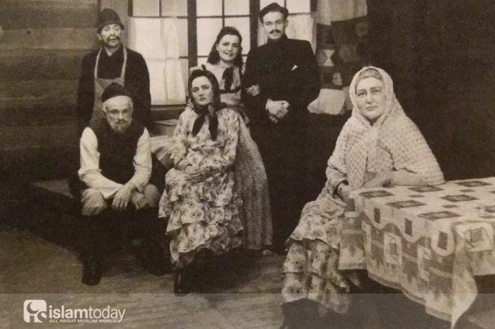 """Финские татары. Из спектакля ""Галия Бану"" 19 февраля 1946 года. Из книги Муаззез Байбулат"""