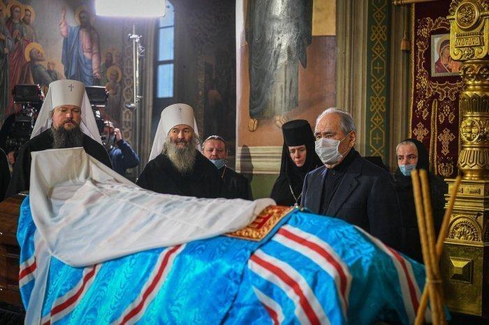 Минтимер Шаймиев на траурной церемонии.