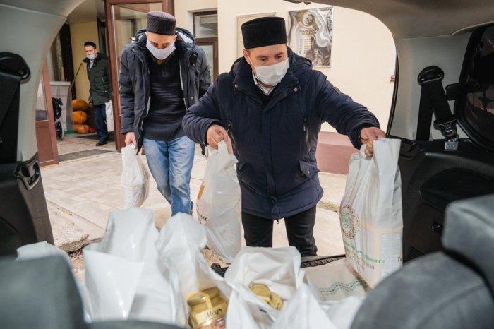 ДУМ РТ продолжает оказывать продовольственную помощь нуждающимся.