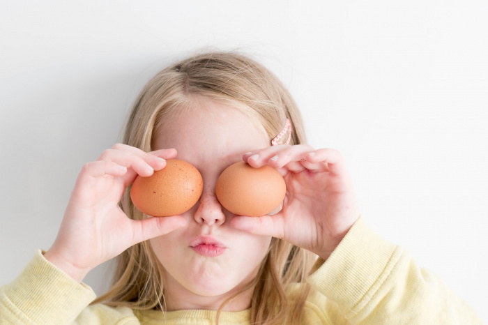 Белок яйца, по словам специалиста, идет на построение иммуноглобулинов, что помогает бороться с COVID-19