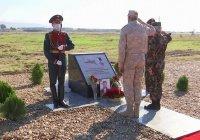 В Хмеймиме открыли памятный знак Олегу Пешкову