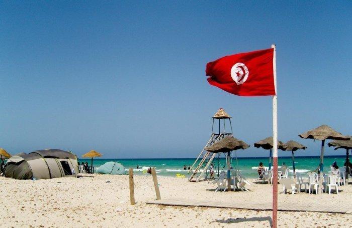 Власти Туниса ослабили ограничения по коронавирусу для туристов.
