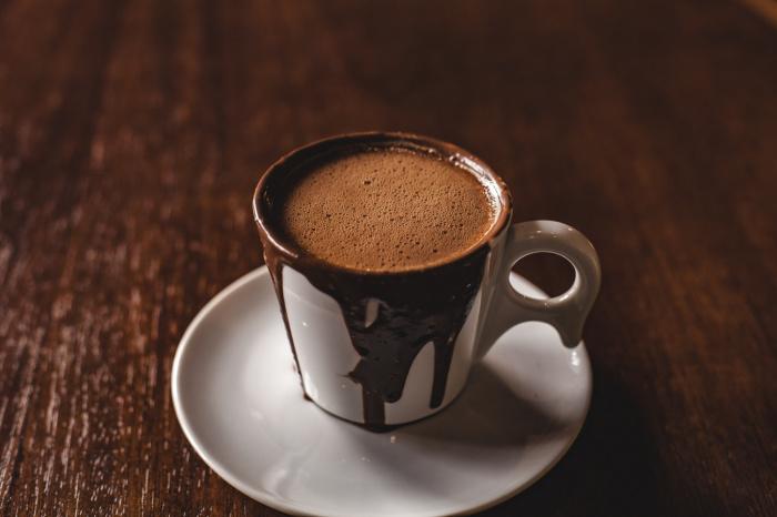 Флаванолы, которые содержатся в какао, улучшают функции головного мозга у молодых здоровых взрослых, в том числе когнитивные способности и кровоснабжение