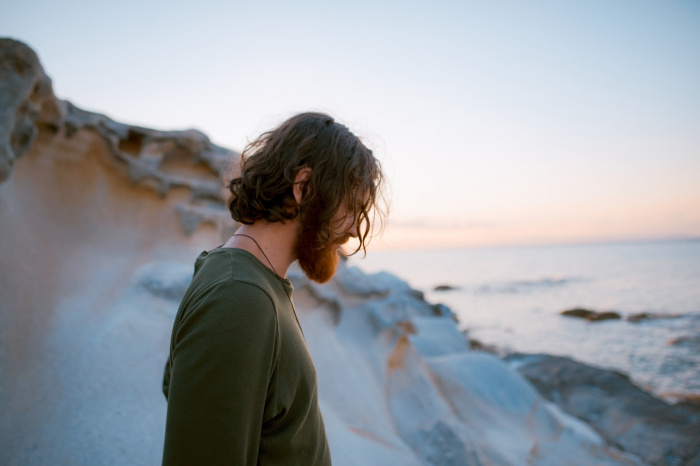 Регулярная короткая медитация по утрам поможет человеку приблизиться к здоровому образу жизни, снизить стресс и даже стабилизировать уровень сахара в крови