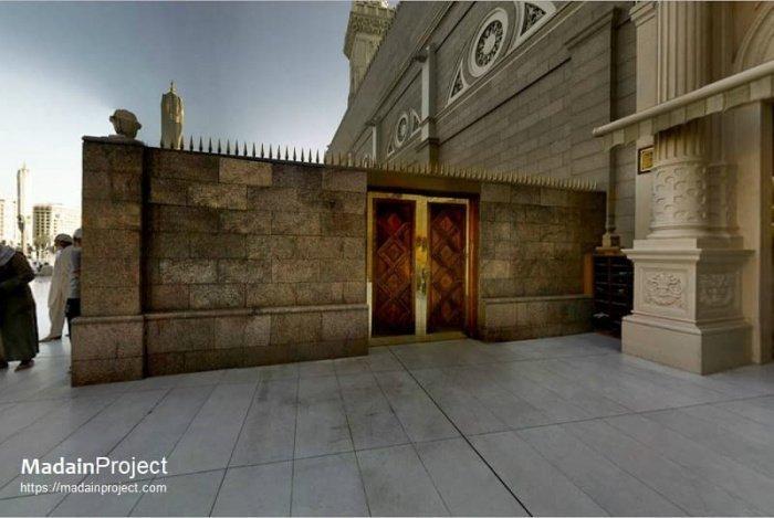 Место в Масджид ан-Набави, где пророк Мухаммад (ﷺ) читал заупокойную молитву