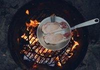 Назван наиболее опасный способ приготовления пищи