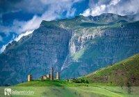 Страна гор и родовых башен, где современность сменяется древностью