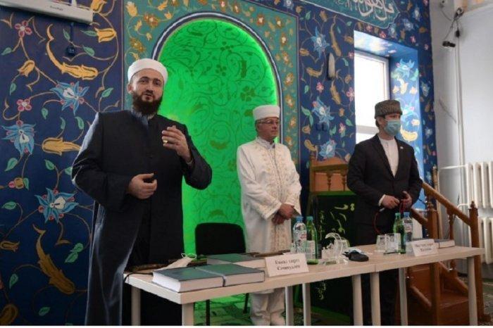 Камиль Самигуллин на презентации уникального издания.
