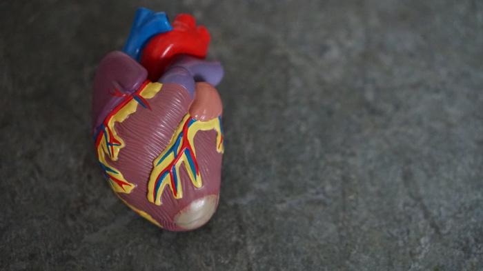 По словам врача, при COVID-19 проблемы с сердцем появляются как у молодых, так и у людей среднего и пожилого возраста