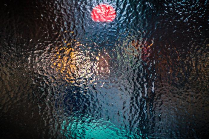 Непогода, по словам ученого, спровоцирована столкновением двух воздушных масс: умеренно-теплой и холодной