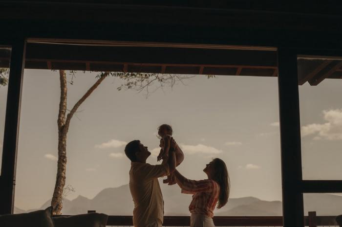 В результате 83% объема всех переводов пришлись на отцов, а 17% - на матерей