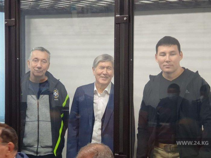 Алмазбек Атамбаев в зале суда.