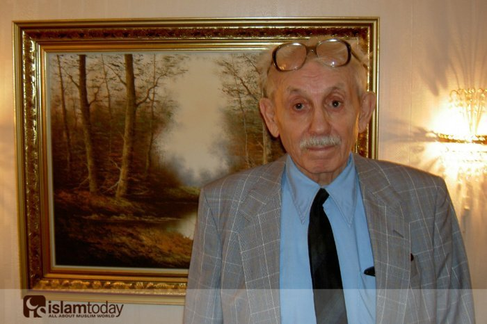 Хамеш бабай. Фото сделано у него дома в день его 90-летия. Фото Туркера Соуккана