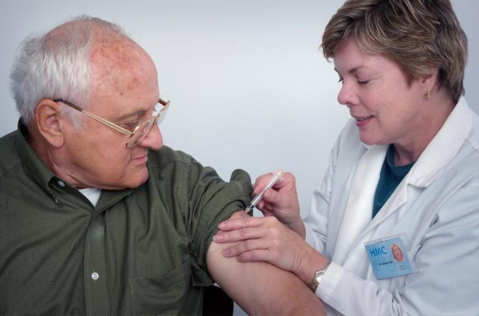 Во время испытаний вакцин всегда имеется контрольная группа, получающая плацебо, и группа добровольцев, чьи участники получают реальный препарат