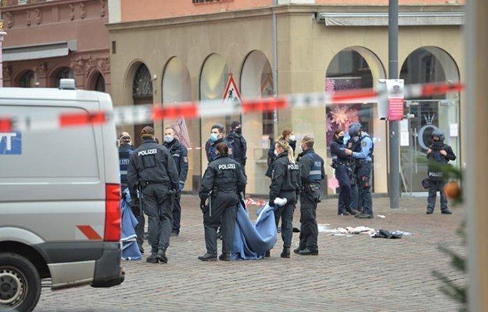 Пять человек погибли при наезде на пешеходов в Германии.
