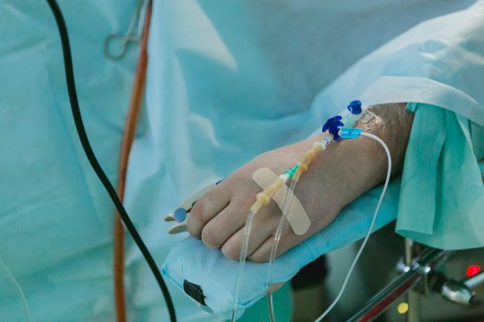 Иммуноглобулин, вводившийся испытуемым внутривенно, серьезно уменьшал тяжесть гипоксии, снизил продолжительность госпитализации и риск необходимости перехода пациента на ИВЛ
