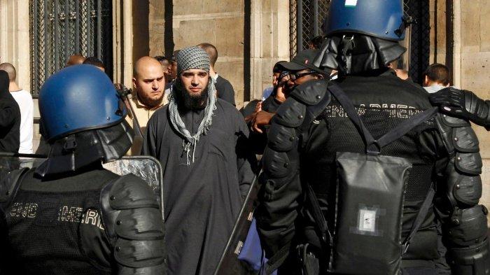 В МВД Франции рассказали о работе по депортации радикальных исламистов.