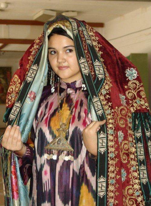 Строгое следование традициям или слово за модой – как выглядит национальное узбекское платье сегодня?