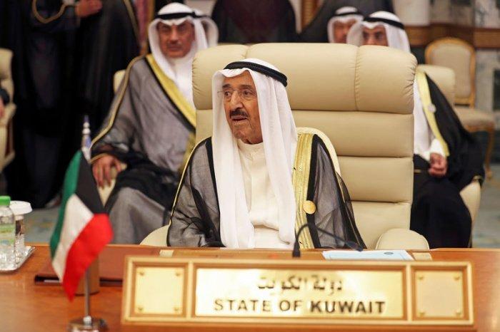 Эмир Кувейта принял отставку правительства в полном составе.