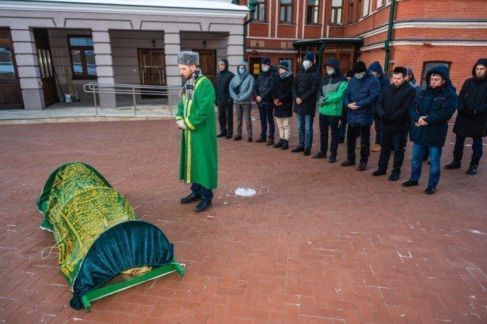 Первый заммуфтия РТ провел джаназа-намаз по внучке известного татарского мецената.