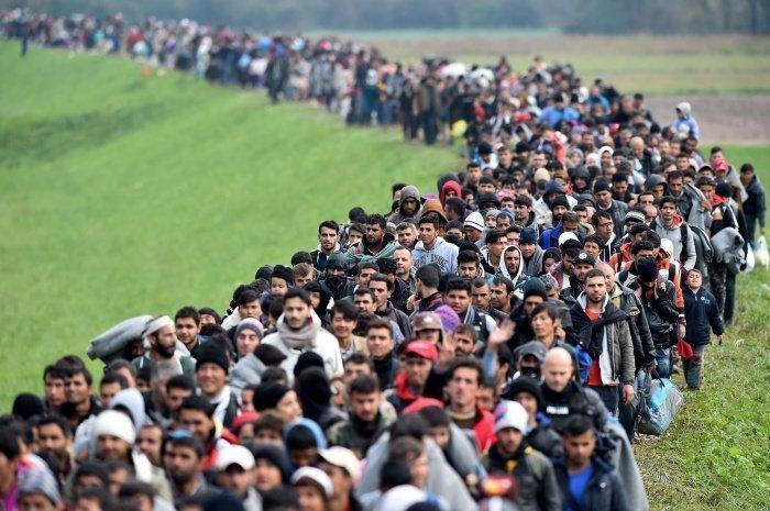 Число беженцев в мире продолжает расти, несмотря на пандемию.