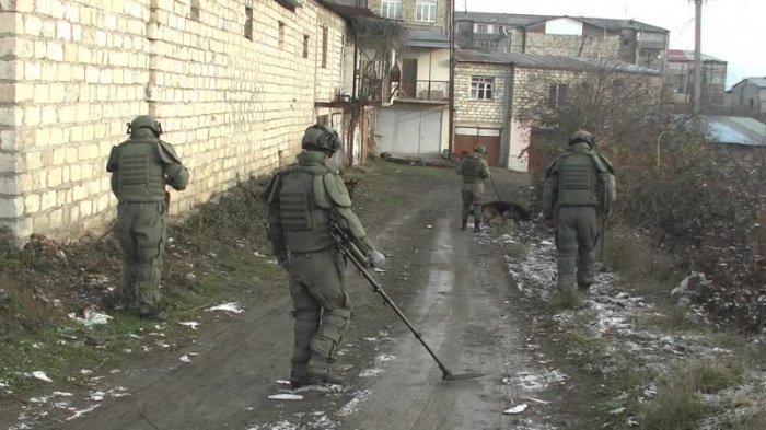 Российские военные продолжают разминирование в Карабахе.