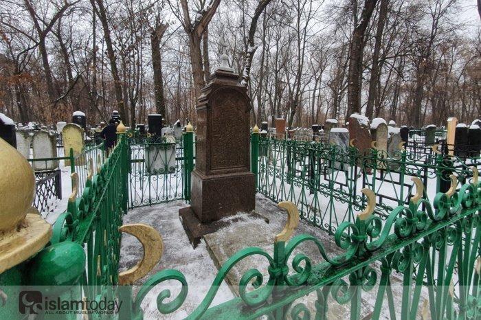 Адабы посещения могил. (Источник фото: dumrt.ru)