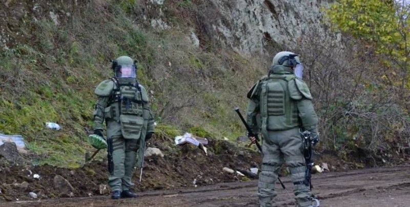 Российские саперы продолжают разминирование в Карабахе.