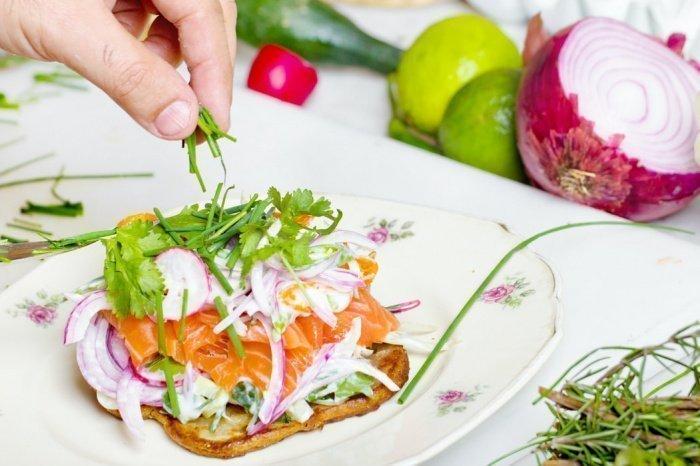 По словам медика, в меню обязательно должны присутствовать белок, набор витаминов, особенно С и D, и микроэлементы