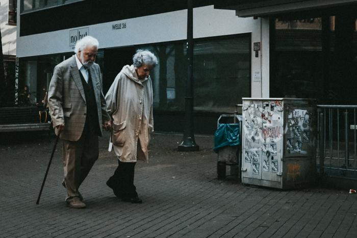 Испытания вакцины от коронавируса «Спутник V» на пожилых людях стартовали в середине октября