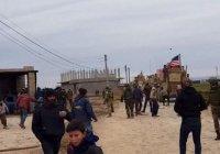 Жители Сирии забросали камнями американский военный патруль