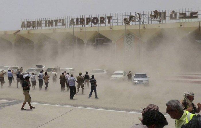 Стали известны подробности взрыва в аденском аэропорту.