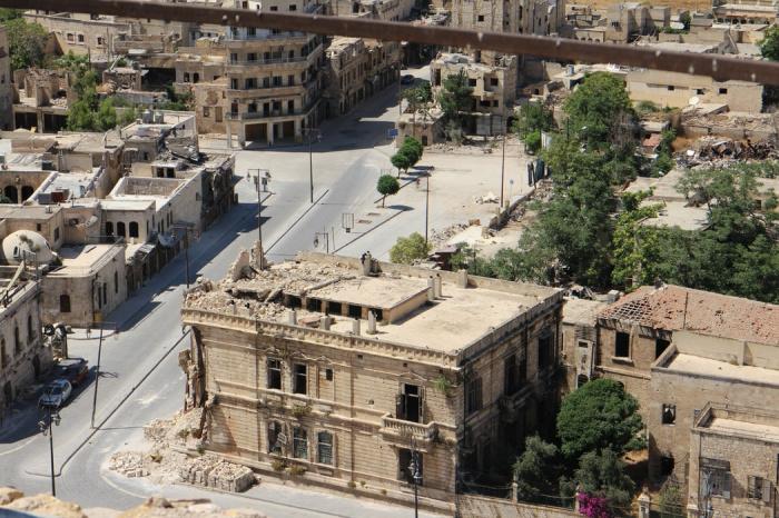 Военные Сирии вступили в бой с террористами, в результате чего отрезок трассы оказался временно заблокирован