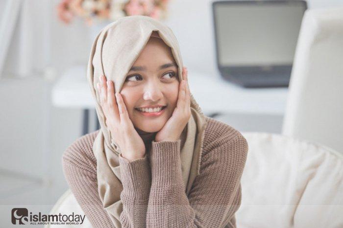 Если женщина в хиджабе, можно ли не опускать при ней глаза? (Источник фото: freepik.com)