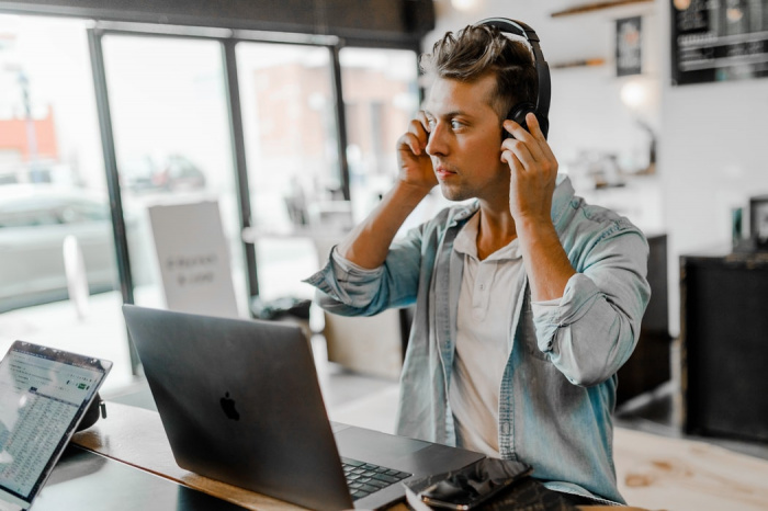 Модные и удобные наушники-вкладыши также могут быть опасны для человеческого слуха