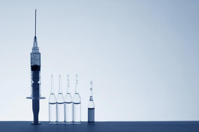 В настоящее время, напомнила инфекционист, никто не знает, сколько именно будет сохраняться эффективность вакцины от коронавируса