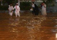 Саудовскую Аравию накрыли масштабные наводнения (Видео)