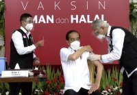 Президент Индонезии первым в стране сделал прививку от коронавируса