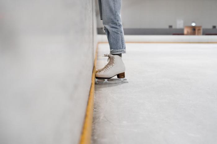 Уличные травмы нередко бывают связаны с катанием с горок на санках, «ватрушках», снегокатах или даже подручных средствах