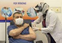 Глава Минздрава Турции вакцинировался от коронавируса в прямом эфире