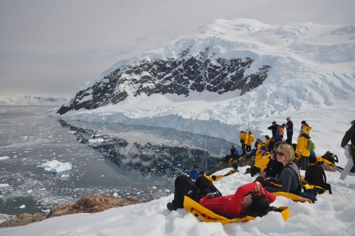 По словам специалистов, постепенно тающие айсберги перемещают пресную воду в Атлантический океан