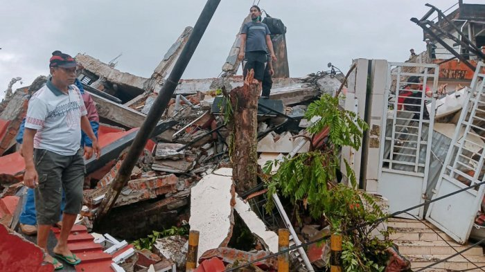 Мощное замлетрясение произошло в Индонезии.
