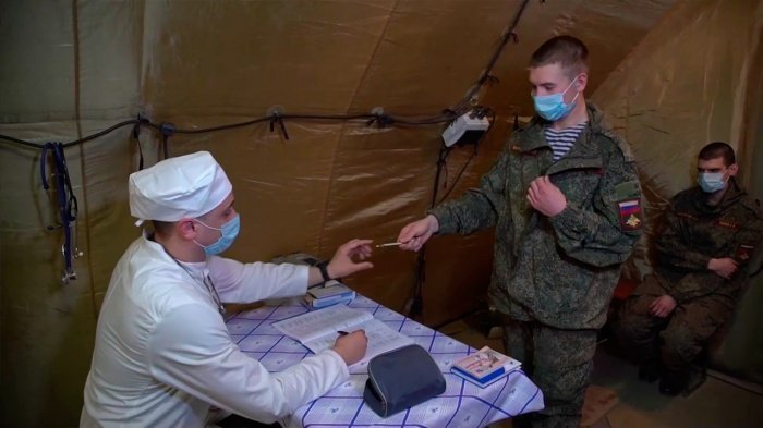 В Минобороны рассказали о вакцинации российских военных от коронавируса.